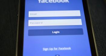 Pdpics smartphone-facebook-login2